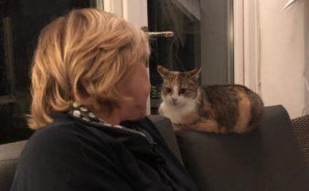 Ingrid met de poes Zucca